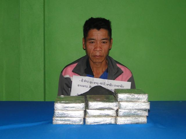 Nghệ An: Bắt đối tượng vận chuyển 10 bánh ma túy