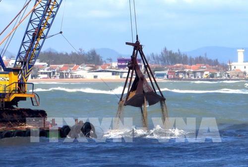 Sớm có phương án khơi thông luồng lạch cảng cá Lạch Bạng