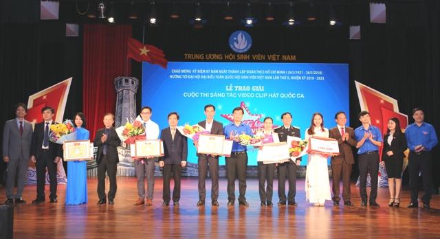 Trao giải Cuộc thi sáng tác video clip hát Quốc ca