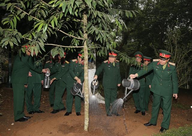 Đại tướng Ngô Xuân Lịch thăm và kiểm tra tại Khu di tích K9  