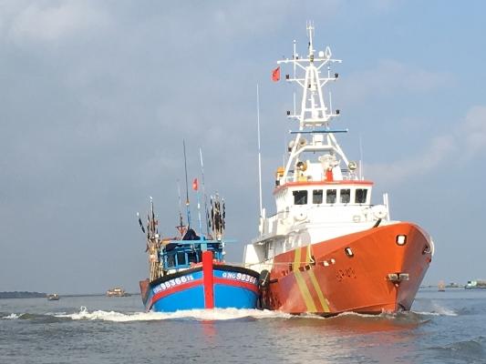 Ứng cứu khẩn cấp tàu cá bị nạn trên khu vực biển phía Nam