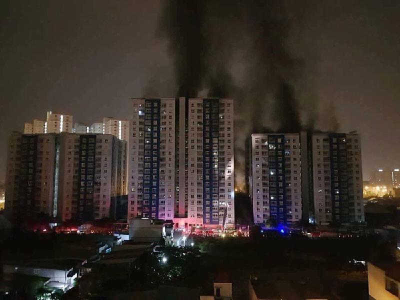 Thủ tướng yêu cầu khẩn trương khắc phục hậu quả vụ cháy chung cư Carina, TP Hồ Chí Minh