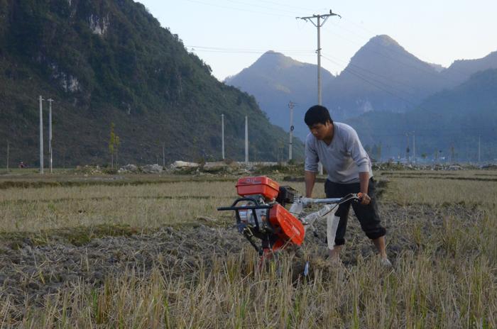 Đầu tư hỗ trợ người nghèo: Vì sao chậm trễ?