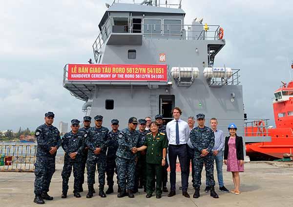 Bàn giao tàu đổ bộ/hậu cần RORO 5612/YN 541051 cho đối tác nước ngoài