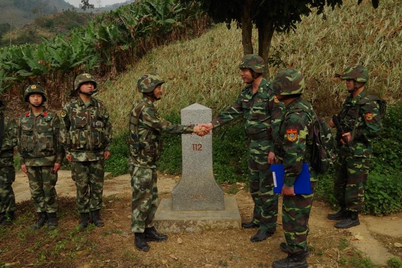 Tuần tra liên hợp trên toàn tuyến biên giới Lào Cai