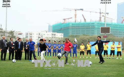 Tổng thống Hàn Quốc và Phó Thủ tướng Vũ Đức Đam giao lưu với Đội tuyển U23 Việt Nam