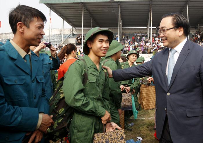Gần 3.500 thanh niên Thủ đô náo nức lên đường nhập ngũ