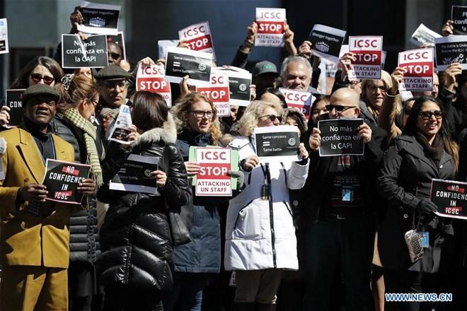Các nhân viên tại trụ sở Liên hợp quốc ở New York biểu tình yêu cầu cải thiện điều kiện làm việc