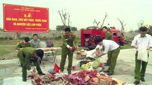 Thái Bình tiêu hủy 170 kg pháo các loại thu nộp dịp tết 2018  