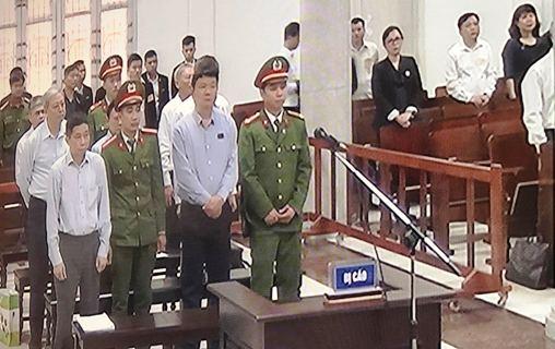 Xét xử bị cáo Đinh La Thăng và đồng phạm trong vụ góp vốn 800 tỷ đồng vào OceanBank