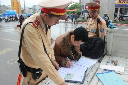 Những lỗi vi phạm giao thông nào thì được nộp phạt tại chỗ?