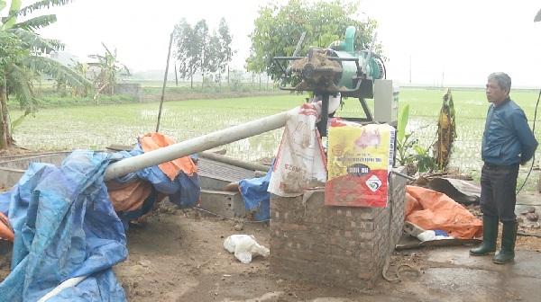 Nông dân Phù Cừ tách, ép chất thải chăn nuôi thành phân hữu cơ