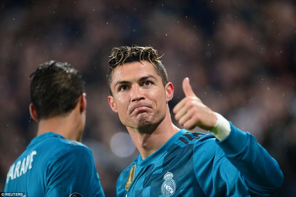 Ronaldo rực sáng, Real Madrid kéo sập Allianz