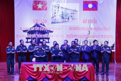Bàn giao Tòa nhà trụ sở Đoàn Văn công quân đội Lào