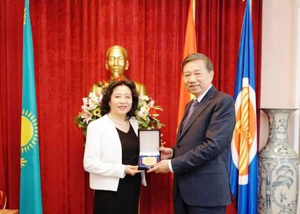 Tiếp tục vun đắp quan hệ hữu nghị truyền thống Việt Nam - Kazakhstan