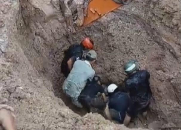 Lâm Đồng: Kịp thời cứu sống hai vợ chồng bị khối đất lở vùi lấp