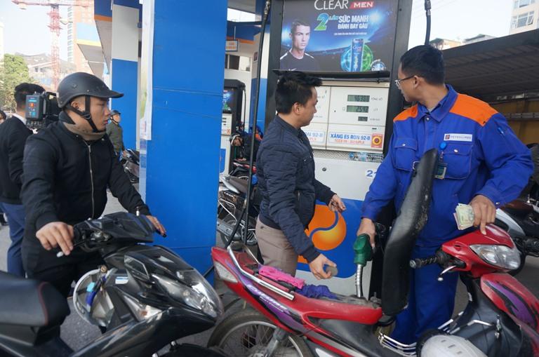Giá xăng E5 RON 92 giữ nguyên, giá dầu tăng nhẹ