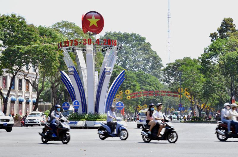 TP. Hồ Chí Minh trang hoàng lộng lẫy mừng Ngày thống nhất đất nước