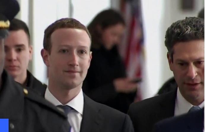 Giám đốc điều hành của Facebook xin lỗi trước Quốc hội Mỹ về vụ rò rỉ dữ liệu người dùng