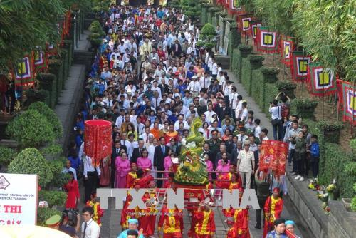 Người dân Thành phố Hồ Chí Minh hướng về Quốc Tổ Hùng Vương