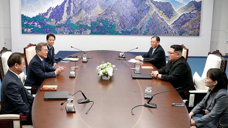 Cuộc gặp lịch sử và kỳ vọng hòa bình