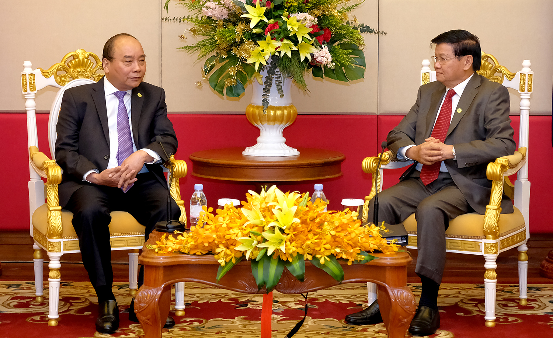 Thủ tướng Nguyễn Xuân Phúc gặp Thủ tướng Lào