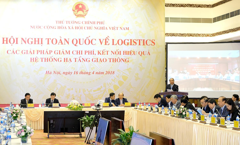 Thủ tướng: Nâng cao năng lực cạnh tranh và phát triển dịch vụ logistics