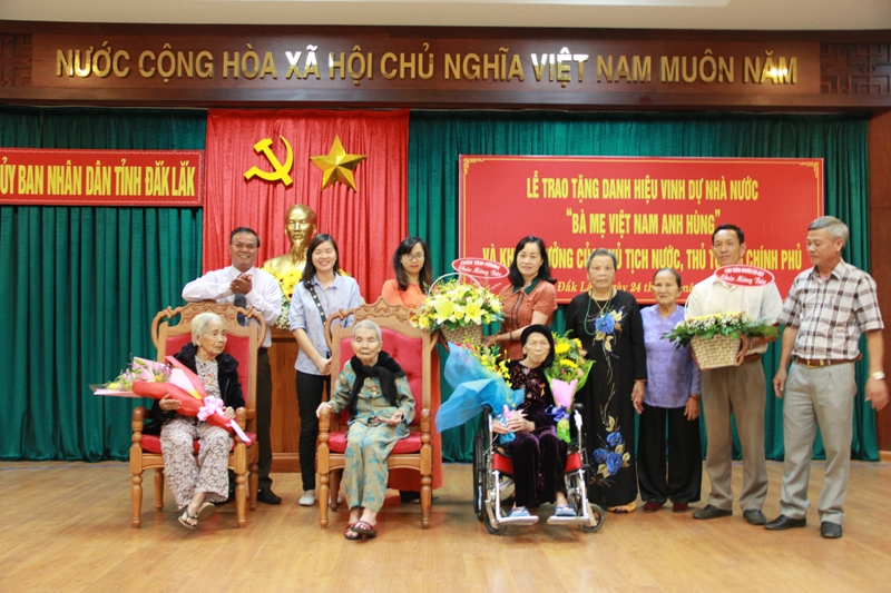 Đắk Lắk: Trao tặng và truy tặng danh hiệu Bà mẹ Việt Nam anh hùng