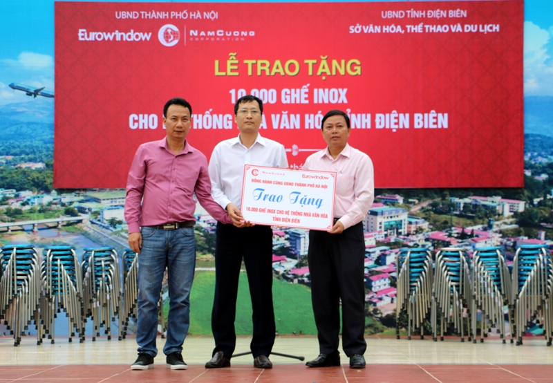 Điện Biên: Tiếp nhận 10.000 ghế inox do UBND TP. Hà Nội trao tặng