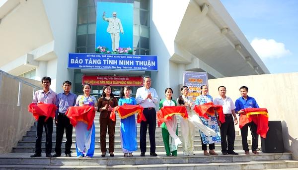 """Triển lãm chuyên đề """"Kỷ niệm 43 năm Ngày giải phóng Ninh Thuận""""  """