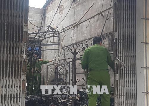 Hỏa hoạn thiêu rụi cửa hàng túi xách trong đêm