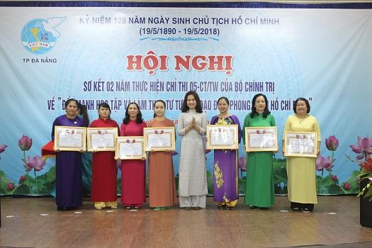 Cán bộ, hội viên phụ nữ học tập và làm theo Bác