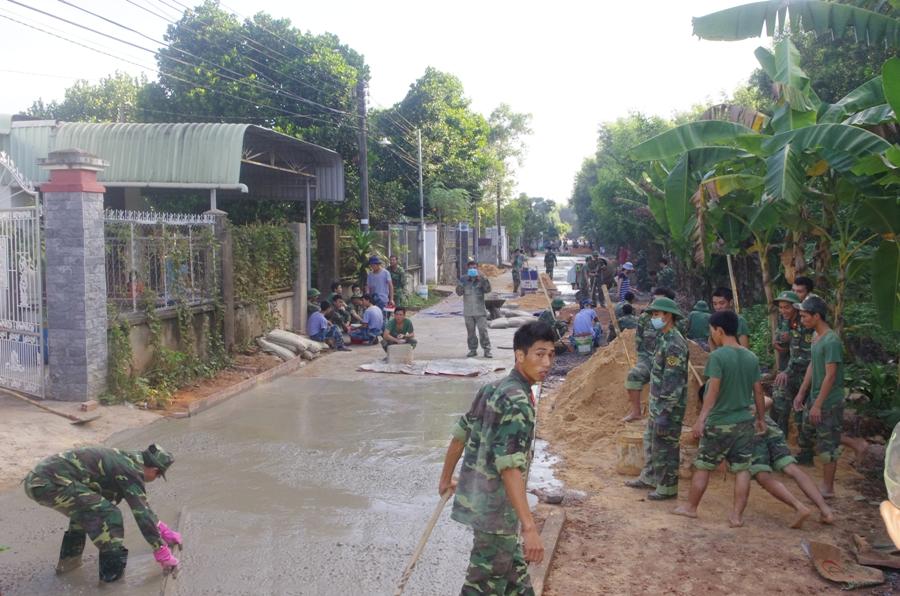 """Phong trào """"Quân đội chung sức xây dựng nông thôn mới"""" ở Trường Hạ sĩ quan xe tăng 1"""