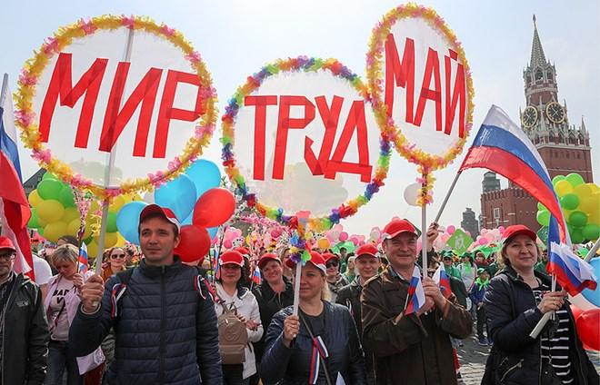 Nước Nga tưng bừng kỷ niệm ngày lễ Mùa Xuân và Ngày Quốc tế lao động