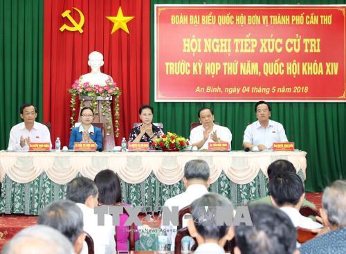 Chủ tịch Quốc hội Nguyễn Thị Kim Ngân tiếp xúc cử tri tại quận Ninh Kiều, Cần Thơ
