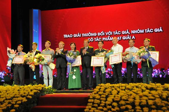 """Tôn vinh 164 tác phẩm về chủ đề """"Học tập và làm theo tư tưởng, đạo đức, phong cách Hồ Chí Minh"""""""
