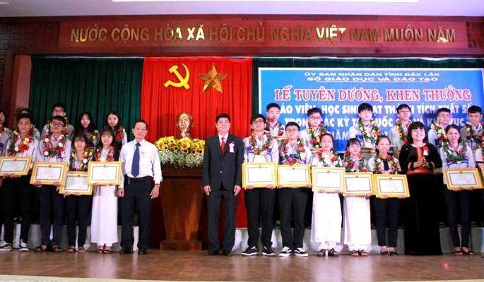 Đắk Lắk: Tuyên dương, khen thưởng giáo viên, học sinh đạt thành tích xuất sắc