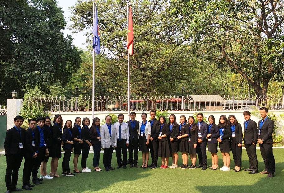 Đại sứ Việt Nam tại Ấn Độ tiếp Đoàn sinh viên Việt Nam