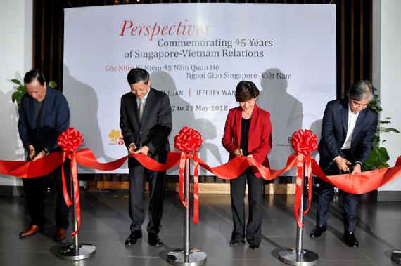 Triển lãm mỹ thuật kỷ niệm 45 năm quan hệ ngoại giao Việt Nam - Singapore