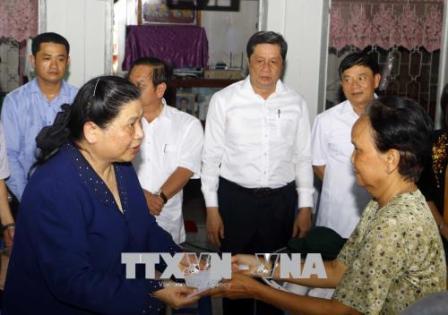 Phó Chủ tịch Thường trực Quốc hội khảo sát sạt lở ở quận Ô Môn, thành phố Cần Thơ