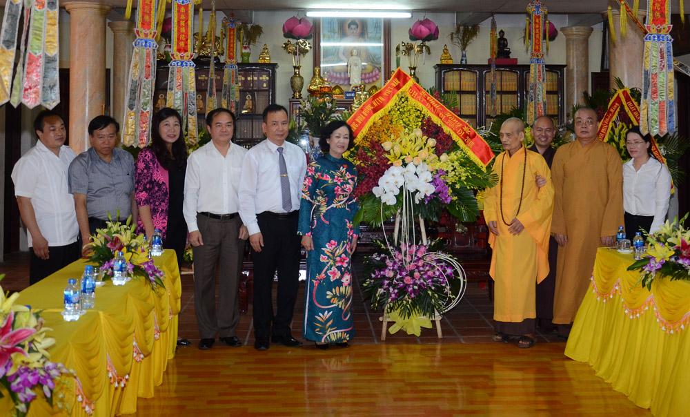 Trưởng ban Dân vận Trung ương thăm, chúc mừng Hội đồng Trị sự Giáo hội Phật giáo Việt Nam nhân Lễ Phật đản