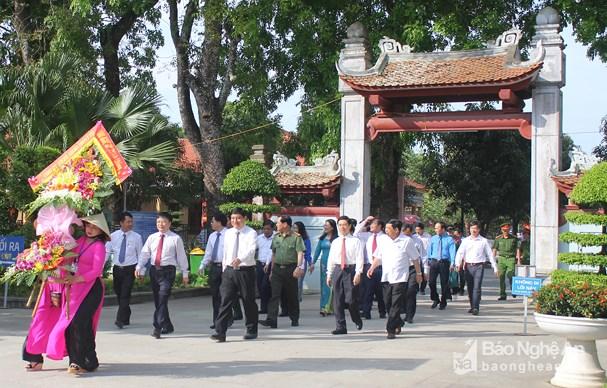 Dâng hương tưởng niệm tại Khu Di tích Kim Liên