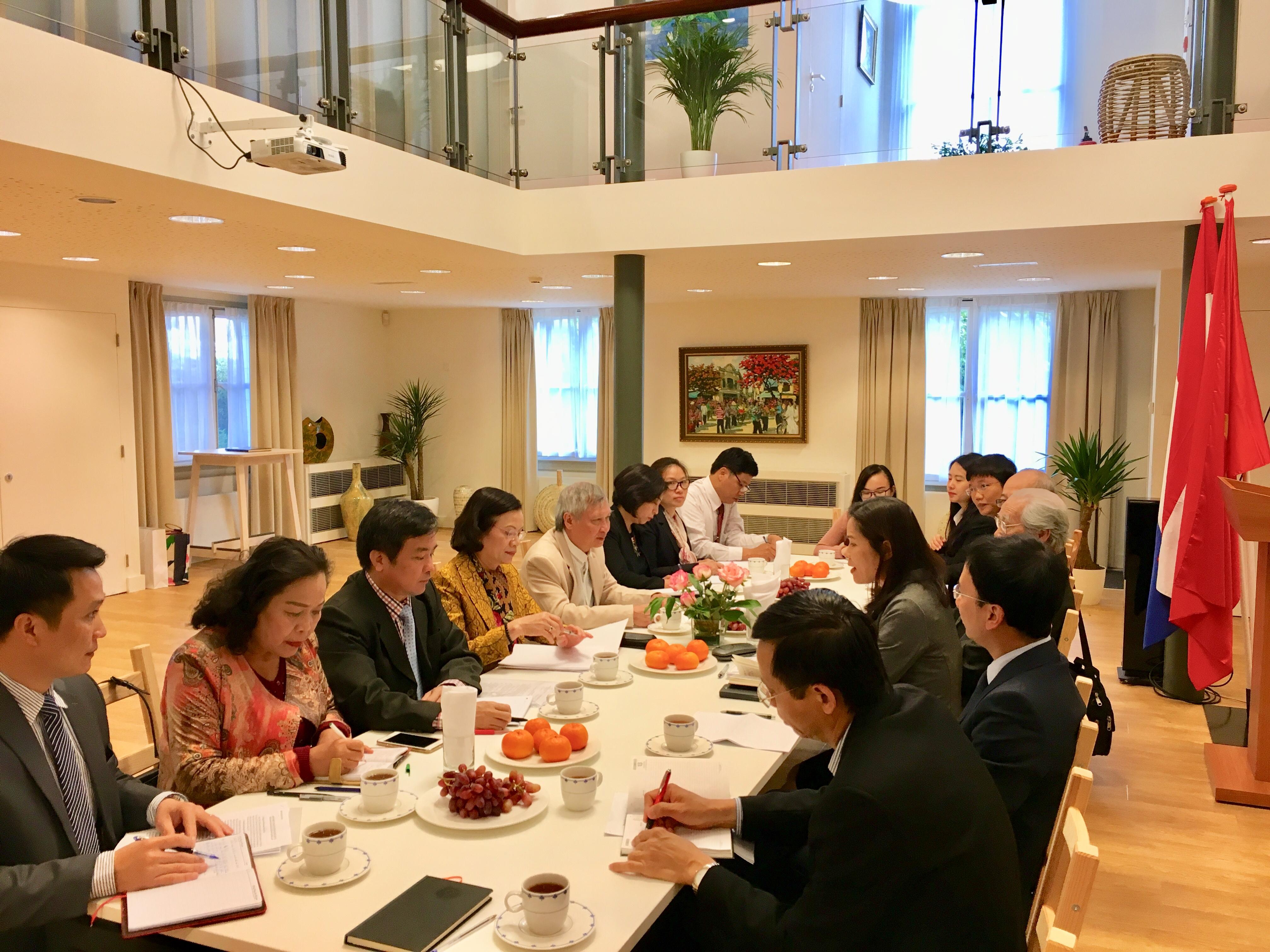 Ban Dân vận Trung ương tìm hiểu tình hình người Việt Nam tại Hà Lan