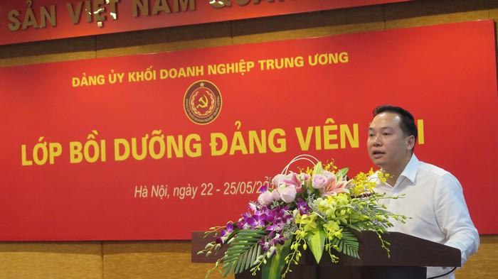 Đảng ủy Khối Doanh nghiệp Trung ương bồi dưỡng lý luận chính trị cho đảng viên mới