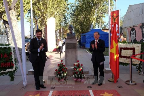 Long trọng kỷ niệm 128 năm ngày sinh Chủ tịch Hồ Chí Minh tại Lào và Chile