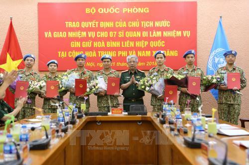 Trao Quyết định cho 7 sĩ quan làm nhiệm vụ tại Liên hợp quốc