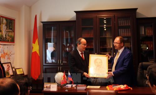 Bí thư Thành ủy Thành phố Hồ Chí Minh Nguyễn Thiện Nhân dự hội thảo tại Nga
