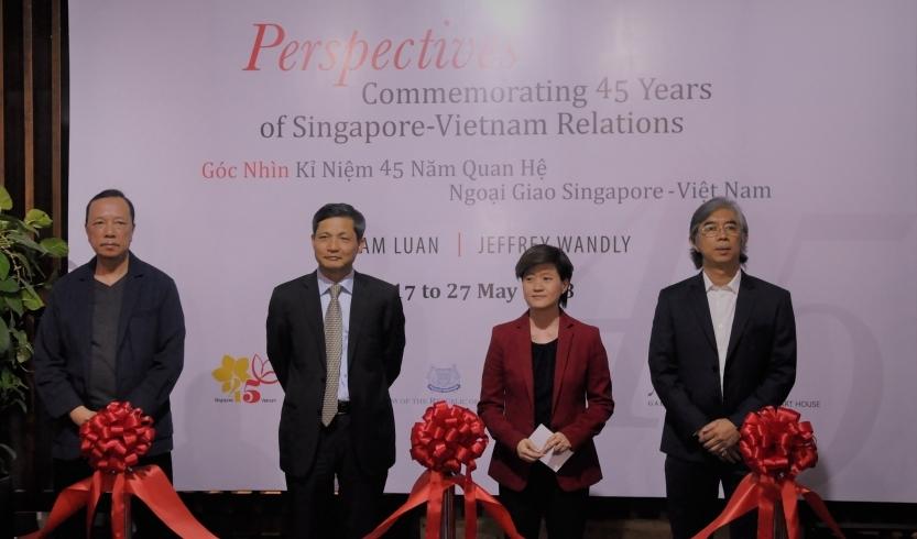 Triển lãm tranh kỷ niệm 45 năm thiết lập quan hệ ngoại giao Việt Nam - Singapore
