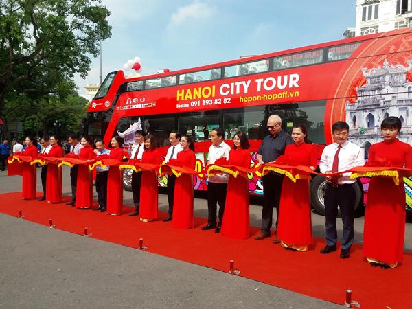 Trải nghiệm xe buýt 2 tầng tại Hà Nội
