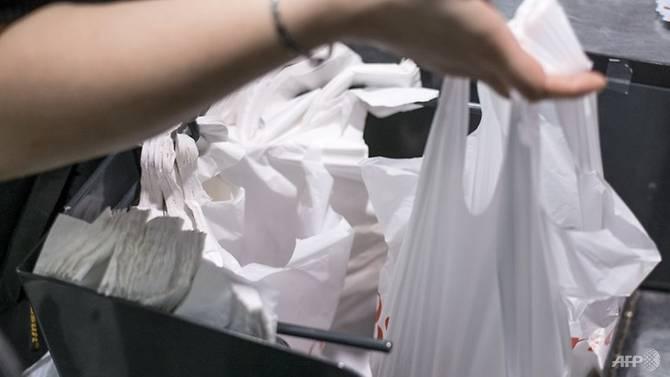 Malaysia sẽ cấm sử dụng túi nilon trong một năm